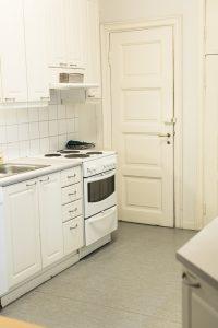 Tampereen Seudun Yrittäjänaisten huoneiston keittiö